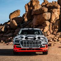 Фото Audi e-tron prototype 2018 салона и кузова