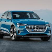 Фото Audi e-tron 2019 салона и кузова